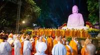 Hàng vạn người xếp hàng dâng hoa trong đại lễ Phật thành đạo tại Vũng Tàu