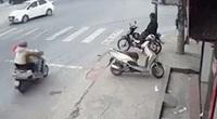 Xe máy tông ôtô tải, 2 người phụ nữ tử vong