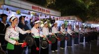 Khán giả bất ngờ với màn diễu hành nghệ thuật Chiêng Mường tại Hà Nội