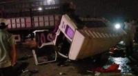 Xe đầu kéo đâm xe tải lúc rạng sáng, 4 người nhập viện