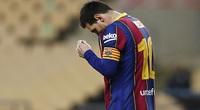 """Lionel Messi đang trở thành """"gánh nặng"""" với Barca?"""