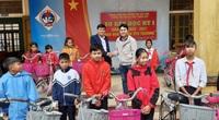 Trao xe đạp nâng bước đến trường cho học sinh vùng lũ Quảng Trị