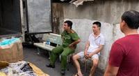 """TP.HCM: Đột kích căn nhà phát hiện gần 4.200 nón bảo hiểm giả mạo """"Nón Sơn"""""""