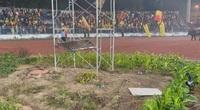 """Sân Lạch Tray - Hải Phòng: Mặt sân xấu """"phát hờn"""", lại còn trồng rau, nuôi gà"""