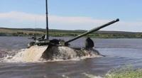 Clip: Kinh ngạc nhìn xe tăng Nga lặn dưới nước sâu 5 mét
