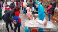 Hải Dương: Hàng trăm người dân xếp hàng chờ lấy mẫu xét nghiệm Covid-19