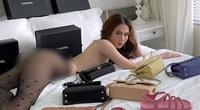 """Đầu năm mới, Ngọc Trinh lại """"đốt mắt"""" dân tình với bộ ảnh nude gần 100%"""