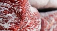 Nhiều chị em thắc mắc thịt để ở ngăn đông bị cháy lạnh, có ăn được không?