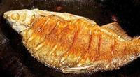 Hai gia vị đặc biệt giúp món cá rán không bị dính, rách da, thơm ngon hơn