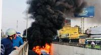 CLIP: Cột khói bốc cao cả trăm mét ở cửa hầm chui An Sương, xe buýt trơ khung
