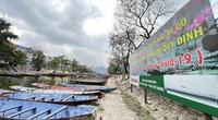 Hình ảnh khác lạ trên các con đường, bến thuyền dẫn vào chùa Hương