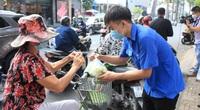TP.HCM: Cảm động người dân ùn ùn giải cứu nông sản Hải Dương