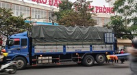 Hải Phòng: Người dân quây kín xe tải biển Hải Dương  mua nông sản
