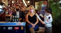 Ảnh thế giới 7 ngày qua: Người dân Israel đến quán bar tiêm phòng Covid-19 được dùng đồ uống miễn phí