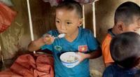 Trẻ nhỏ trường Chiềng Sơn ước mơ bữa ăn có đạm, thay bát cơm chan canh nhạt