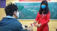 Đi học trở lại sau 30 ngày nghỉ Tết, học sinh Hà Nội được nhận lì xì