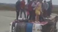 Xe chở công nhân lật xuống ruộng, hàng chục người chen chân trên thành xe
