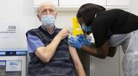 """Vắc xin Covid-19 chưa đủ """"hoàn hảo"""", có khả năng 'tái thiết nạp' virus cao nếu ngừng giãn cách xã hội quá nhanh"""