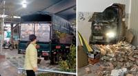 Lâm Đồng: Hy hữu, một ngày hai chiếc xe tông sập vách hai nhà dân