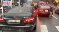 2 xe Mercedes cùng biển gặp nhau trên phố và diễn biến bất ngờ