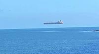 Sốc: Tàu 'ma' lơ lửng trên biển khiến nhiều người hoảng sợ