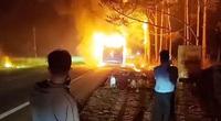 Xe khách giường nằm cháy rụi khi đang lưu thông