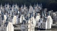 Kỳ lạ ngôi làng biệt thự hàng nghìn tỷ đồng bị bỏ hoang