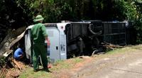 Kon Tum: Lật xe giường nằm kinh hoàng trên quốc lộ