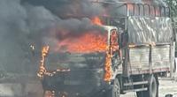 Hải Dương: Cận cảnh ô tô chở bật lửa bốc cháy ngùn ngụt