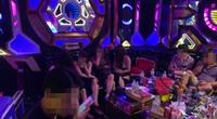 13 cô gái cùng nhóm thanh niên phê ma túy ở quán karaoke