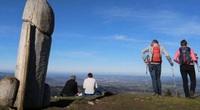 """Đức: Kỳ lạ tượng """"của quý"""" cao 1m8 xuất hiện trên núi Ötscher khiến nhiều du khách đặt câu hỏi"""