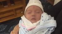 Bé gái 1 tháng tuổi bị bỏ rơi cùng bức tâm thư trước cửa nhà dân