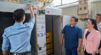 Chủ tịch Hội NDVN Thào Xuân Sùng thăm trang trại nuôi con đặc sản tại bản nghèo của tỉnh Sơn La