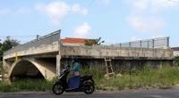 ẢNH: Cầu 32 tỷ xây xong để hoang vì không có đường dẫn
