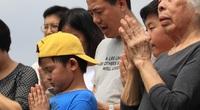 Người Hà Nội vượt quãng đường hàng chục km, đội nắng đi tảo mộ dịp Tết Thanh minh