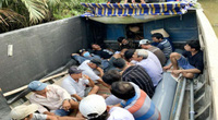 Trinh sát giả thương lái mua lúa phá tụ điểm đánh bạc cạnh bờ sông