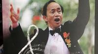 Nhà cổ nhân học Nguyễn Lân Cường đi xe lăn đến ra mắt sách nhạc của chính mình