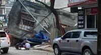 Ngôi nhà 2 tầng bất ngờ đổ sập xuống đường ở thành phố Lào Cai
