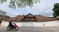 Bức tường tại đình làng cổ 200 năm tuổi được sơn trắng sau phản ánh của báo Dân Việt