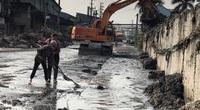 Clip: Kinh khủng cảnh xả thải ngập đường, bức tử môi trường ở làng nghề giấy Phú Lâm, Bắc Ninh
