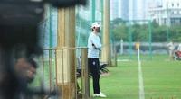 """HLV Hàn Quốc xuất hiện tại đại bản doanh, Hà Nội FC lại đổi """"ghế nóng""""?"""