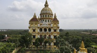 """Flycam: Toàn cảnh lâu đài """"dát vàng"""" của chủ lò gạch ở Hưng Yên khiến ai cũng bất ngờ bởi chi phí xây dựng"""