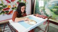 """Nghệ nhân thêu tranh """"giàu"""" nhất làng Quất Động, có bức khách trả 500 triệu nhất quyết không bán"""