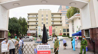 Hơn 200 nhân viên bệnh viện Bạch Mai xin nghỉ việc: Lý do thu nhập thấp không thực sự thuyết phục