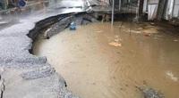 """Sau trận mưa lớn, """"hố tử thần"""" ở Hà Nội tiếp tục lan rộng ra tỉnh lộ 419"""
