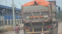 """Ảnh, Clip: Đoàn xe tải gắn logo Bá Sanh Đường """"tung hoành"""" ở Thị xã Hoài Nhơn, Bình Định"""