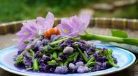 Đem loài hoa mang sắc tím này đi xào với tép sông thành đặc sản ăn hoài không ngán