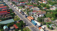 Video: Xe khách đâm trực diện xe tải, quốc lộ 1A ách tắc hàng chục km