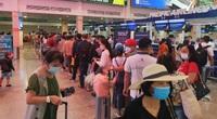 Ngày Giỗ Tổ Hùng Vương: Sân bay Tân Sơn Nhất đông, không còn ùn tắc nghiêm trọng ở cửa soi chiếu an ninh