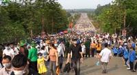 Video: Hàng vạn người chen chúc dâng lễ tại đền Hùng ngày chính hội